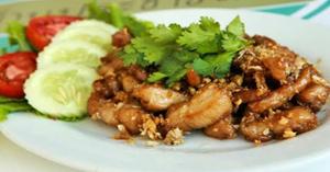 ไก่ทอดกระเทียมพริกไทย อาหารไทย เมนูไก่