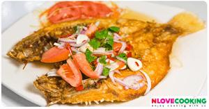 ปลากระพงทอดน้ำปลา อาหารไทย เมนูปลา เมนูทอด
