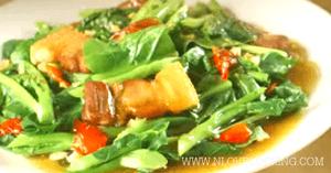 ผัดคะน้าหมูกรอบ อาหารจานเดียว อาหารไทย เมนูผัด
