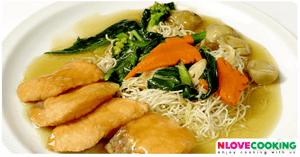 ราดหน้าปลา อาหารไทย เมนูปลา อาหารจานเดียว