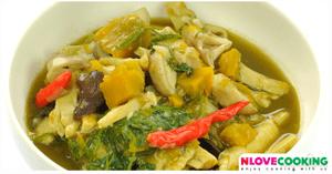 แกงหน่อไม้ใบย่านาง อาหารไทย อาหารอีสาน แกงหน่อไม้