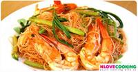 เส้นหมี่ผัดกระเฉด อาหารไทย เมนูผัด อาหารทะเล