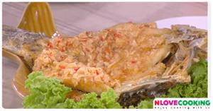 ปลากระพงทอดราดซอสกะทิ อาหารไทย เมนูปลา เมนูทอด