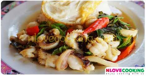 ผัดกระเพราปลาหมึก อาหารไทย เมนูผัด เมนูปลาหมึก