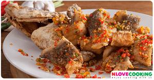 ปลากระพงทอดคั่วพริกเกลือ อาหารไทย เมนูปลา เมนูผัด