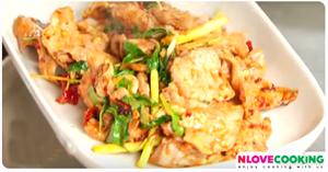 สันคอหมูผัดข่าพริกแห้ง อาหารไทย เมนูหมู เมนูผัด
