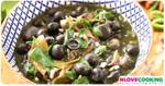 แกงเห็ดเผาะใส่ผักหวาน อาหารไทย อาหารอีสาน เมนูแกง