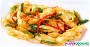 ปลาหมึกผัดไข่เค็ม วิธีทำปลาหมึกผัดไข่เค็ม อาหารไทย เมนูปลาหมึก