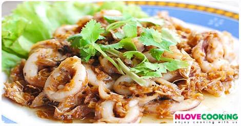 ปลาหมึกผัดกระเทียมพริกไทย ปลาหมึกผัดกระเทียม วิธีทำปลาหมึกผัดกระเทียม วิธีทำปลาหมึกผัดกระเทียมพริกไทย