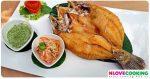 ปลากระพงทอดน้ำปลา วิธีทำปลากระพงทอดน้ำปลา สูตรปลากระพงทอดน้ำปลา เมนูปลา